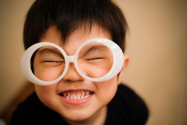 笑う 男の子