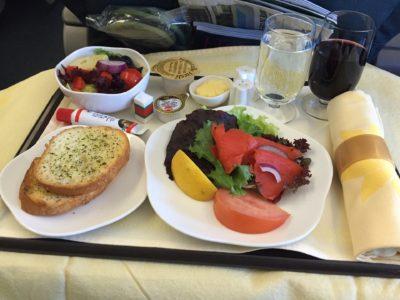 機内食 食べきれない