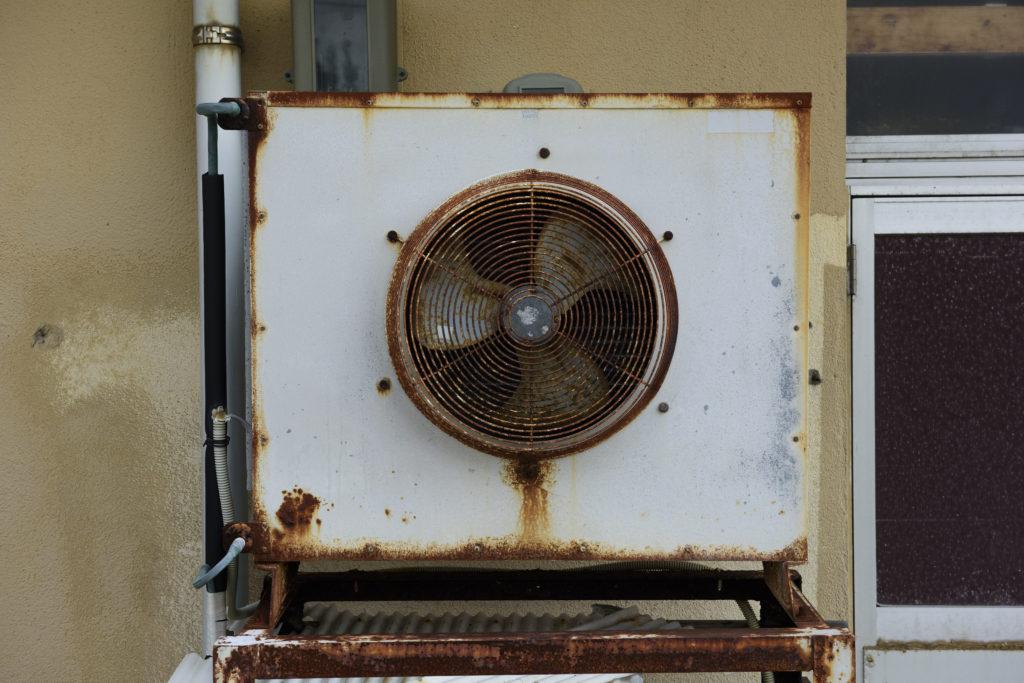 エアコン トラブル 室外機